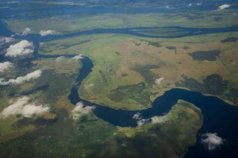 Fiume africano congo viaggi e scoperte in territori selvaggi for Cabine sul bordo del fiume